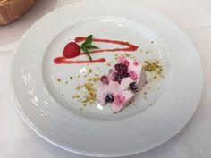 Chalet Waldgarten Bassersdorf Catering, Panna Cotta, Restaurant, Ethnic Recipes, Food, Woodland Garden, Ideas, Dulce De Leche, Gastronomia