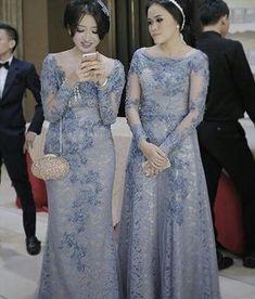 Temukan inspirasi gaun impianmu disini! #dresspesta #tile #textile #fashion #dress #gaun #gaunmanten #gaunpesta #gaunpanjang #gauntunangan #bridesmaid #bajupesta #bride #kebaya #kebayabali #kebayamodern #kebayawisuda #bridesmaids by lenina_id