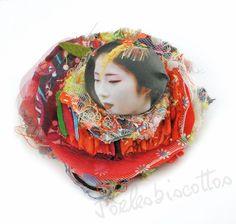 """Broche textile bouton """"Geisha"""", multicolore avec panachage de tissus : Broche par joelesbiscottos"""
