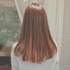 nanon style 淡いピンクで春色インナーカラー·˖✶ ✩ インナーカラーにはブリーチを使用しています . 赤系のカラーは日本人のお肌に相性が良いので お肌にも透明感がでますよ⸝⋆