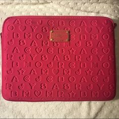 """Marc Jacobs laptop case Hot pink neoprene. Well loved, has some stains. Zipper is in perfect condition. I've dropped my MacBook in this case and it survived, but I would avoid dropping your laptop. Fit my 13"""" MacBook Pro and my MacBook Air perfectly. Marc by Marc Jacobs Bags Laptop Bags"""