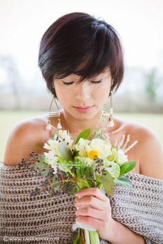 Fleurs: Gali M / Bijoux: La Meute de Loups Modèle: Ping / Tenue: Gwanni créateur de mode/Coiffure: Madam'Sans Gêne /Maquillage: Anaïs Périé Mua
