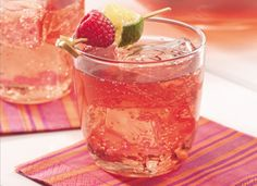 Sparkling Raspberry Tea Drinks Recipe, Raspberry juice lends fruity flavor to everyday tea. Party Drinks Alcohol, Fancy Drinks, Non Alcoholic Drinks, Tea Drinks, Alcholic Drinks, Think Food, Love Food, Refreshing Drinks, Summer Drinks