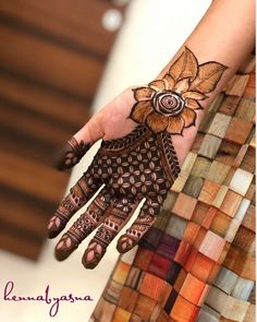 94 Easy Mehndi Designs For Your Gorgeous Henna Look Palm Mehndi Design, Rose Mehndi Designs, Stylish Mehndi Designs, Latest Bridal Mehndi Designs, Mehndi Designs For Girls, Mehndi Designs For Beginners, Mehndi Design Photos, Wedding Mehndi Designs, Dulhan Mehndi Designs