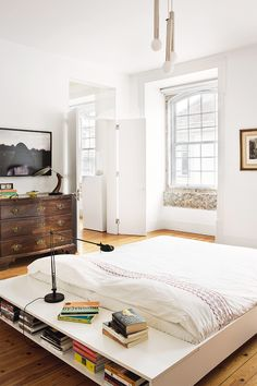 New York Apartment Bed Feng Shui, Feng Shui Bedroom Tips, Dream Bedroom, Home Bedroom, Bedrooms, Interior Architecture, Interior Design, Cozy Place, Apartment Design