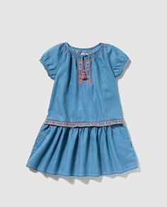 Vestido de niña Brotes en azul con bordado