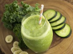 Smoothies Healthy World: Get Your Greens On Smoothie สมูทตี้ แตงกวา กล้วย ผ. Cucumber Detox Water, Cucumber Smoothie, Juice Smoothie, Smoothie Drinks, Healthy Smoothies, Healthy Drinks, Cucumber Juice, Tomato Juice, Almond Milk Recipes