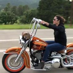 Female Motorcycle Riders, Motorcycle Couple, Motorcycle Tips, Lady Biker, Biker Girl, Triumph Motorcycles, Custom Motorcycles, Old School Chopper, Harley Davidson Panhead