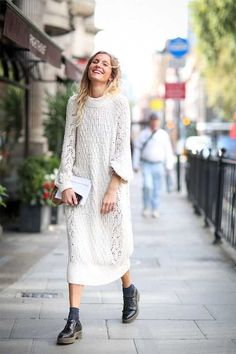 beautiful oversized sweater creamy dress with low ankle black boots | fall/ winter fashion inspiration | street style