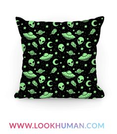 This alien pattern pillow is perfect for lovers of all things cosmic and creepy, like our extra terrestrial alien friends with their spaceship, ufos floating in space amidst the planets and stars. This alien bag is great for fans of alien art, alien decor, alien pillows and alien accessories.