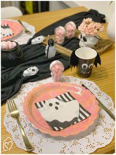 Mesa café da tarde para o Halloween Halloween, Table Decorations, Home Decor, Candy Table, Napkin, Embellishments, Mesas, Decoration Home, Interior Design