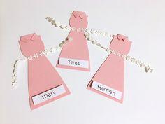 DIY: Bordkort - Kjole til konfirmasjon #1   Fluffandberries - Rebekka Hestholm Place Cards, Place Card Holders, Blogging