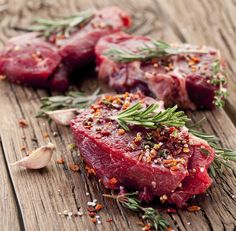 The US government's new dietary guidelines support the role of lean red meat in a healthy balanced diet. Clean Bulk Diet, Clean Bulk Meal Plan, Gout Recipes, Healthy Recipes, Gout Diet, Grilling The Perfect Steak, Gout Remedies, Nutrition, Grass Fed Beef