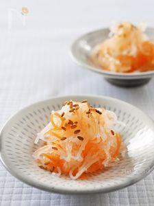 大根とにんじんのなます Cantaloupe, Cabbage, Fruit, Vegetables, Breakfast, Japanese Food, Recipes, Junk Food, Morning Coffee