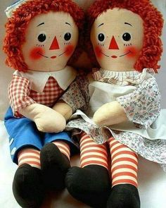 VINTAGE Raggedy Ann and Andy. (I still have my Raggedy Ann doll! Different than the one pictured.) I got it when I was 1 yrs. My Childhood Memories, Childhood Toys, Sweet Memories, School Memories, Hd Vintage, Vintage Dolls, Poster Vintage, Vintage Holiday, Vintage Paper