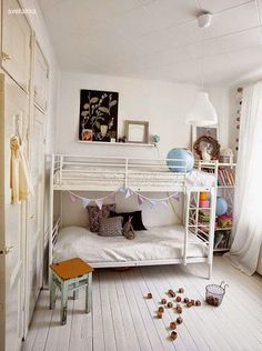 bunk bed//small space..