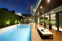 With a brief focused on relaxed alfresco entertaining, Cos Design created this visually striking landscape centred around a large family pool. - See more at: http://www.designhunter.net/asian-undertones-relaxed-outdoor-living/#sthash.60MjLp9I.dpuf