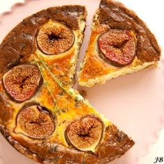 Vegetarian fig & blue cheese tart with crumbly walnut pastry. (in Dutch)