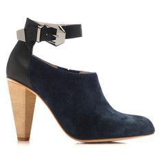 .ooh. I like these with the blue dress I just pinned :)