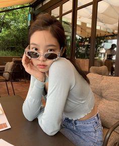 `♧° Blackpink Jennie Jennie Kim on We Heart It Cat Eye Sunglasses, Mirrored Sunglasses, Sunglasses Women, Blackpink Jennie, Pinterest Instagram, Blackpink Members, Kim Jisoo, Blackpink Photos, Blackpink Fashion
