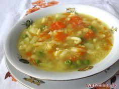 Jemne sladkastá maslová polievka s jarným kalerábom, mrkvičkou, hráškom, skorými zemiačikmi... Chutí nielen všetkým deťom, ale aj všetkým dospelým.