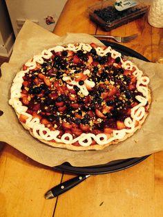 Tarte aux fruits - Pâte sablée, crème pâtissière, fraises. bleuets, glaçage érable et pistache, crème chantilly