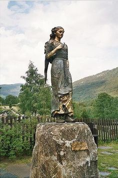 Kristin Lavransdatter statue in Sel, Norway