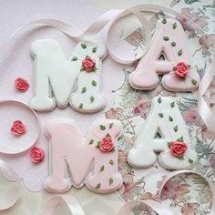 Мother's day cookies. Cookies. Decorated cookies. Sugar cookies. Пряники на день матери. Пряники маме. Имбирные пряники. Mother's Day Cookies, Cake Cookies, Sugar Cookies, Mothers Cookies, Buttercream Flowers, Sweet Cakes, Royal Icing, Cookie Decorating, Diy And Crafts
