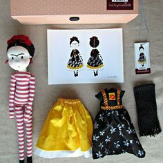 Frida ( anacardia+Cecília Murgel drawings) dress up doll cute little gift for frida kahlo lovers Frida Kahlo Diego Rivera, Frida And Diego, Plush Dolls, Doll Toys, Rag Dolls, Fabric Dolls, Paper Dolls, Diy Bebe, Waldorf Dolls