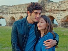 Baris ve Filiz - Burak Deniz ve Hazal Kaya Murat And Hayat Pics, Nail Design Video, Turkish Fashion, Crazy Girls, Turkish Actors, Most Favorite, Barista, Couples, Couple Photos