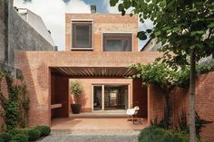House 1014, Granollers, Spain.  H Arquitectes.  Rethinking in the courtyard house: covered terrace.
