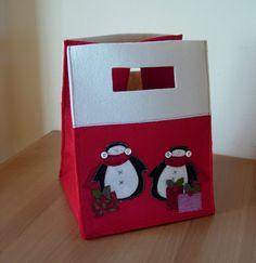 Una vera bag per il panettone o per il pandoro impreziosisce un semplice regalo. E' molto facile da realizzare, spero solo di essere chiara,...