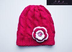 Wunderschöne sehr warme Mütze aus dicke Wolle für die Kleine Ladys. Farbkombination gerne nach Wunsch.  Als Set gibt es auch Halswärmer. Set kostet -