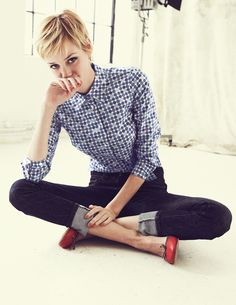 Just switch out the ballerina flats for some brogues or wingtips and this outfit would be superb. Love her hair, too!