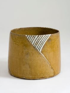 Gertrud Vasegaard (1913-2007). Bowl. 1978. Wheel-thrown, scratched and filled in pattern, glazed stoneware.