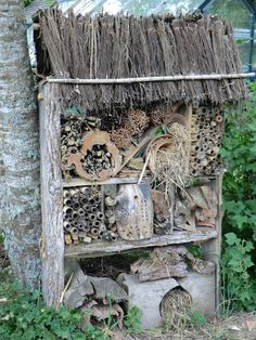 gorgeous old wood, weeds, sticks, and straw Garden Bugs, Garden Insects, Garden Care, Bug Hotel, Mason Bees, Birds And The Bees, Garden Structures, Garden Projects, Amazing Gardens