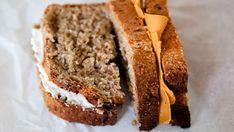 En ny undersøkelse viser at matpakken til barn og unge har et sunt innhold. Honey Oat Bread, Bread N Butter, Banana Bread, What To Cook, Baked Goods, Real Food Recipes, Bakery, Brunch, Vegetarian