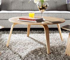 A Mesa de Centro Charles Eames CTW possui toda a sua estrutura nas clássicas lâminas finas de madeira moldadas sob calor e pressão, o mesmo processo de Charles e Ray Eames usadas para criar suas Cadeiras de Madeira Moldadas.