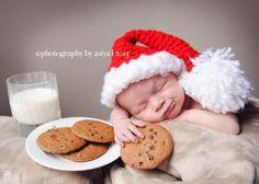 La época navideña inspira miles de ideas, entre ellas, capturar imágenes de nuestros bebés. Desde recién nacidos hasta bebés más grandes, de la primera o segunda Navidad, con la familia, el arbolito o los hermanos, ¡siempre hay alguna foto que merece ser capturada como recuerdo!  Para empe…