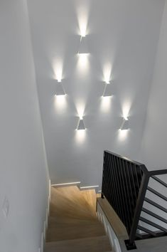 Open Space Office, Diy And Crafts, Wall Lights, Stairs, Lighting, Furniture, Home Decor, Interiors, Stairway Walls