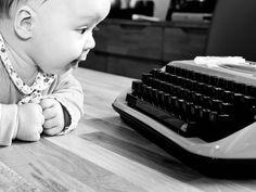 (1) Papa hat mir eine Schreibmaschine besorgt. UND ...
