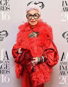 アイリス・アプフェル 「スタイルの成功、それはすべて、アティテュード、アティテュード、アティテュード! 何を着ているかではなく、どういう姿勢、どういう態度で着るかということ」 すばらしい!