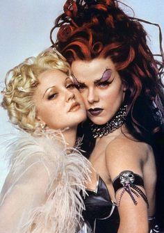 "Drew Barrymore y Debi Mazar en ""Batman Forever"", 1995"