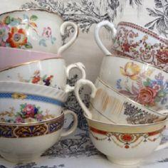 Me encantan las tazas de té inglesas. Quiero unas en tonos lilas o rosas con dorado. Para mi té de las 5 (O las 10 de la noche)