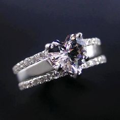 Diamond Rings : The Best Infinity Ring. - Buy Me Diamond Simple Elegant Engagement Rings, Bling Bling, I Love Jewelry, Unique Jewelry, Craft Jewelry, Jewelry Making, Bijoux Art Deco, Wedding Rings For Women, Ring Verlobung