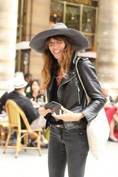 Lou Doillon, one of her trademarks(I believe), blush: cute and natural. Gainsbourg Birkin, Serge Gainsbourg, Caroline Bessette Kennedy, Look Fashion, Girl Fashion, Daily Street Style, Look 2018, Lou Doillon, Jane Birkin