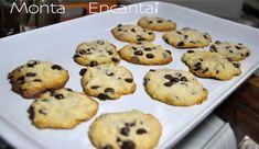 Os cookies com gotas de chocolate é uma receita tipicamente americana, amanteigada, crocante por fora, macias por dentro, com gotas de chocolate