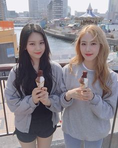 Maknae line💕UmB👸👰 with ice cream🍦🍦🌸 Kpop Girl Groups, Korean Girl Groups, Kpop Girls, Extended Play, Gfriend Profile, Soul Friend, Sinb Gfriend, Love You Very Much, Latest Music Videos