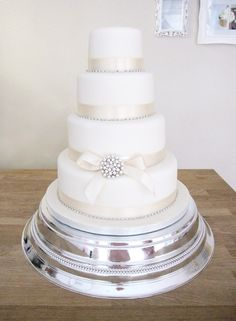 4 Tier Ivory Wedding Cake with Pearl Brooch.