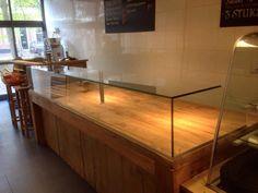 Toonbank voorzien van glas